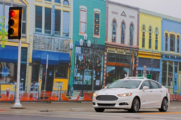 1 Ford Testing Autonomous Vehicles in Full-Scale Simulated Urban Environment