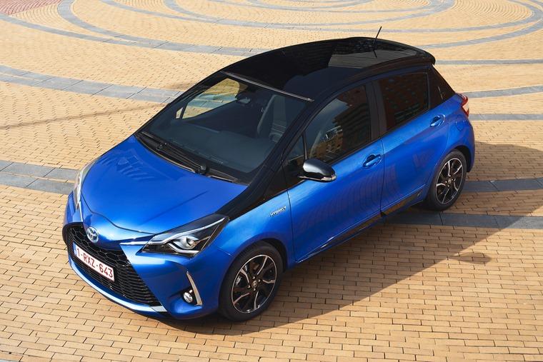 Toyota Yaris Hybrid top