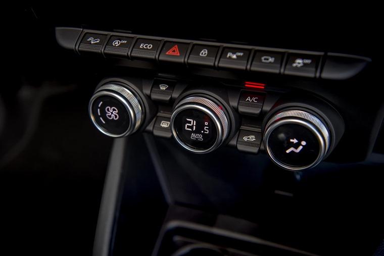 2018 Dacia Duster interior controls
