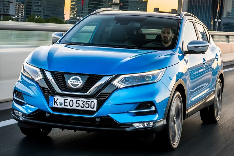 A minor exterior facelift sets the new Qashqai apart from the outgoing model.
