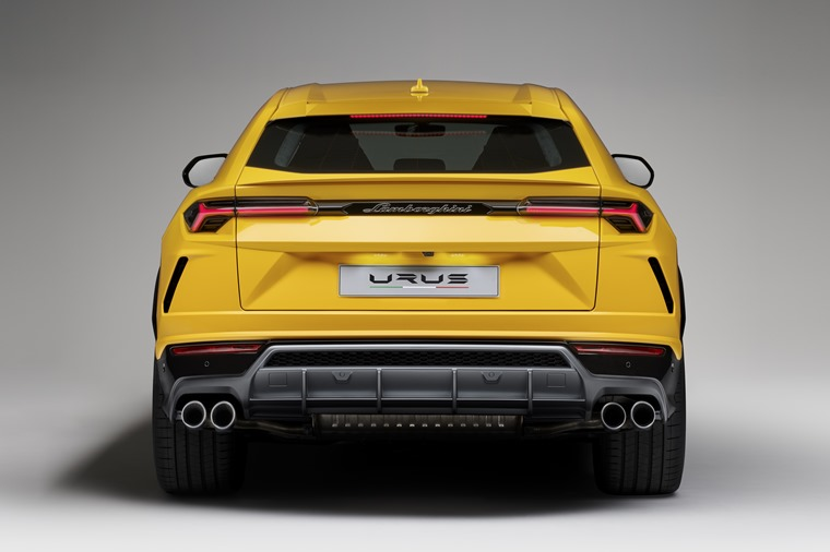 The first customers will take delivery of the new Lamborghini Urus in spring 2018