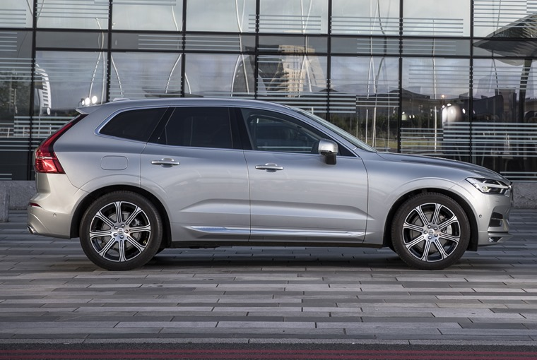 The new XC60 gets a similar silhouette to the larger seven-seat XC90.