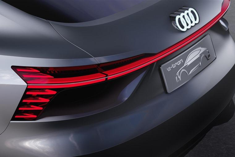 Audi e-tron Sportback wraparound rear light