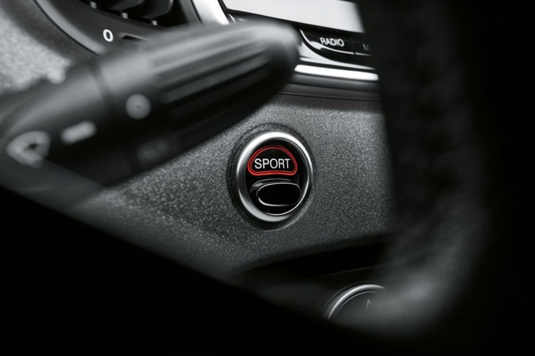 Abarth 595 2018 update button