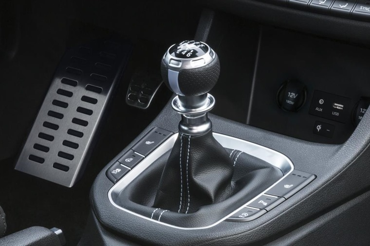 Unlike many hot hatches, the i 30 N will come with a traditional manual gearbox rather than a dual-clutch automatic.