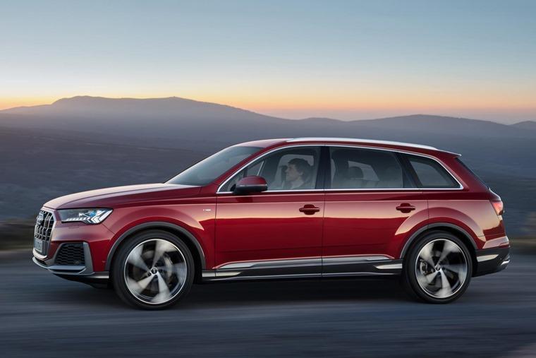 Audi Q7 side