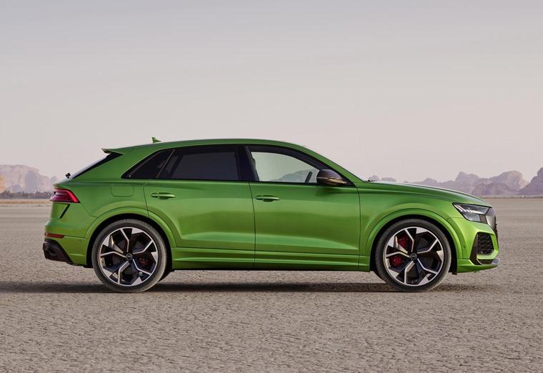 Audi RS Q8 side