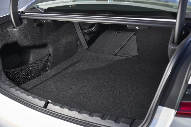 BMW 3 Series 2019 boot