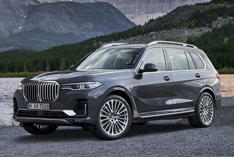 BMW X7 side