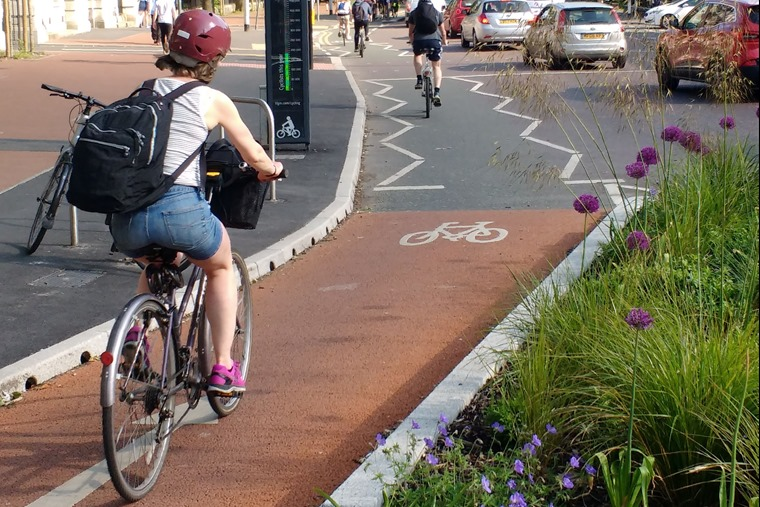 Cycle_lane_on_Oxford_Road,_Manchester_with_counter