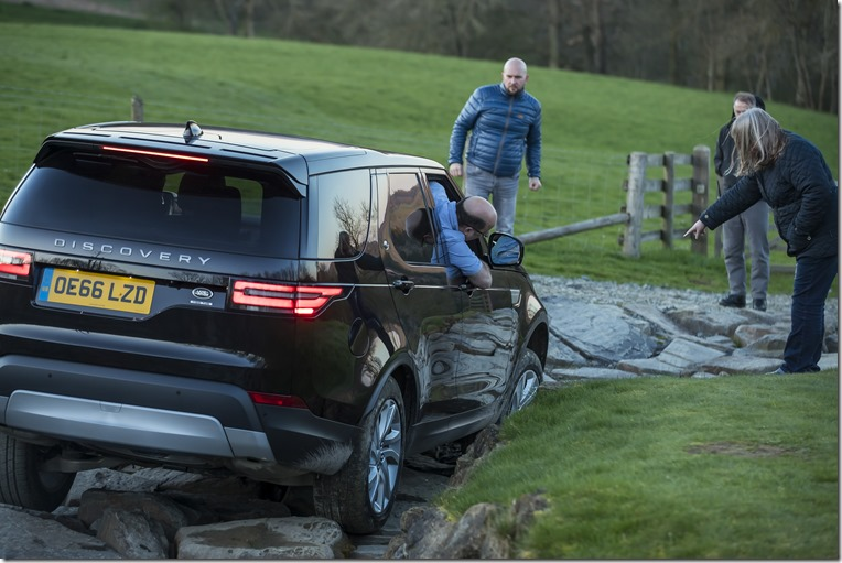 Land Rover Discovery 2017 off-road