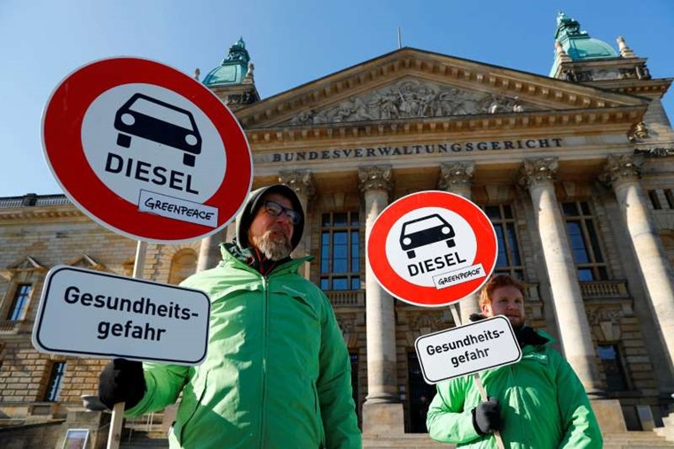 German courts ban older diesel cars from designated zones