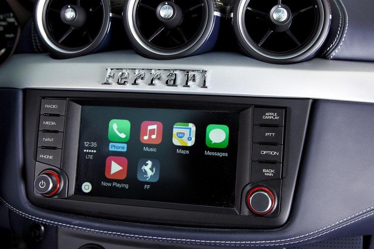 Ferrari FF Apple CarPlay