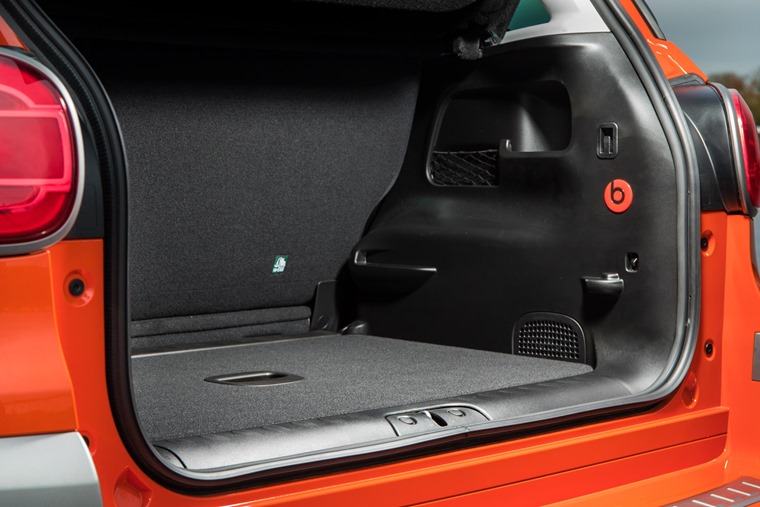 Boot volume with the rear seats down offers 1,480 litres for Urban and Cross and 1,509 for the Wagon spec