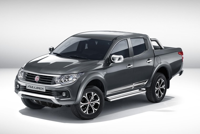 Fiat Fullback pick-up truck 2017 front three quarters studio