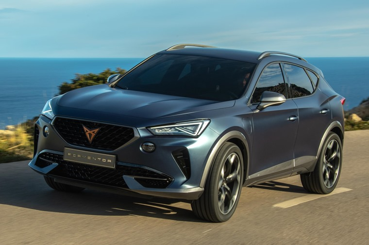 First dynamic pictures of CUPRA Formentor revealed 210519 (1)