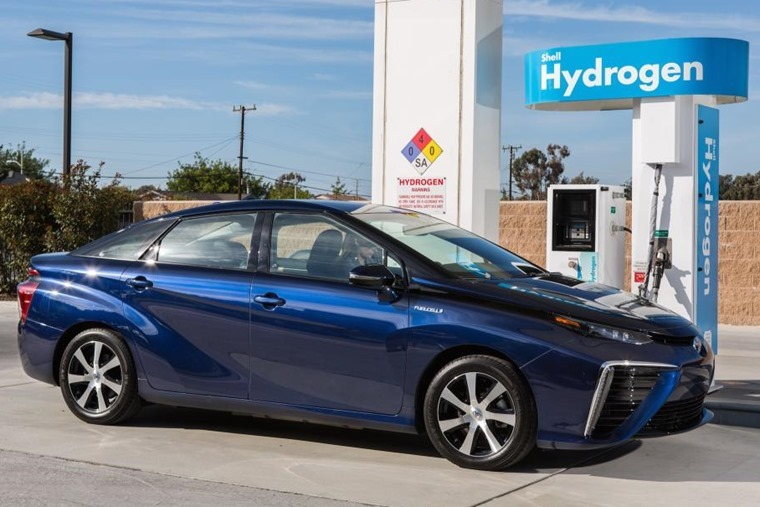 Auto execs believe hydrogen fuel-cell vehicles could be the future.