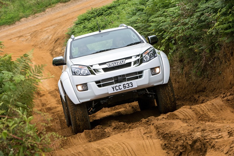 Isuzu D-Max Arctic Trucks AT35 uphill