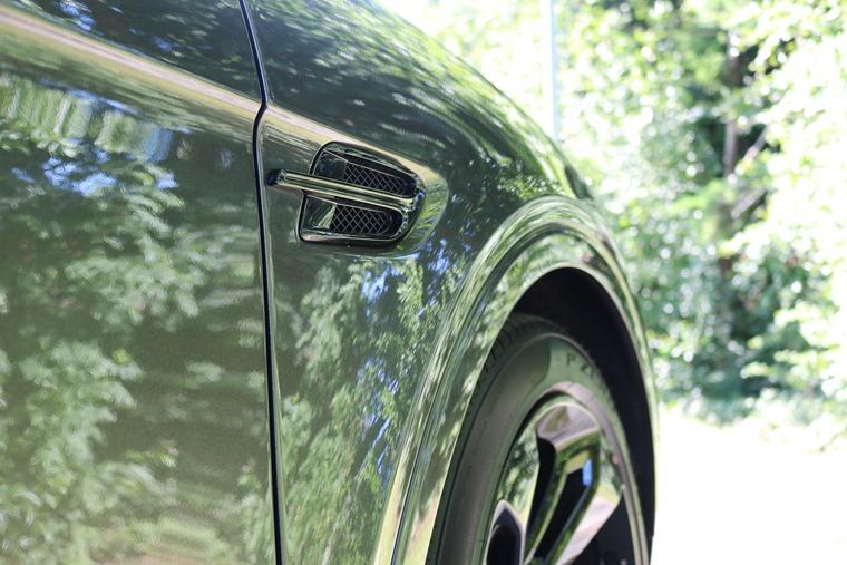 Bentley Bentayga n/s detail