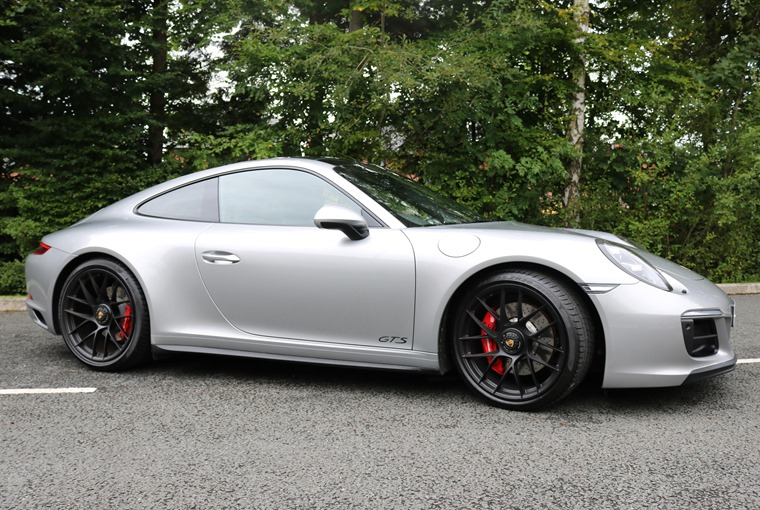 Porsche 911 GTS side profile
