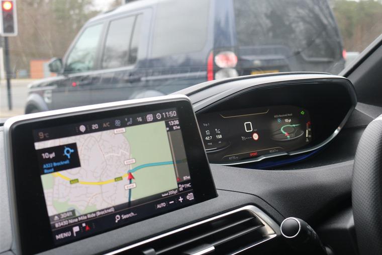 Peugeot 3008 infotainment and iCockpit