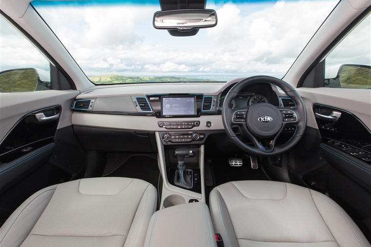 The interior is the same as the conventional hybrid's and is based on Kia's mid-range '3' trim.
