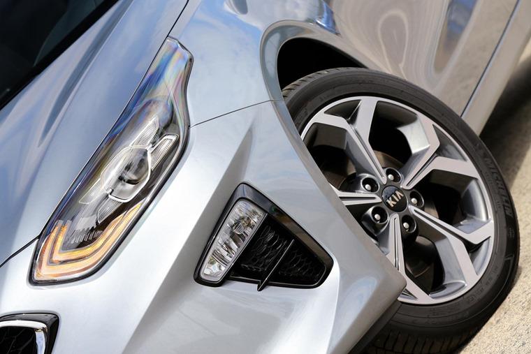 Kia Ceed front detail