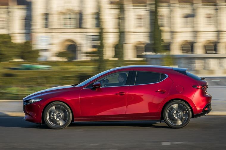 Mazda3_HB_SoulRedCrystal_Action-28