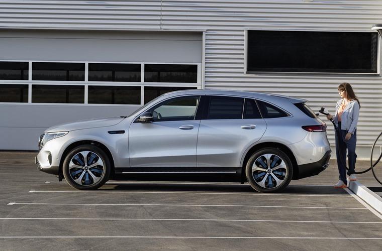 Mercedes EQC side