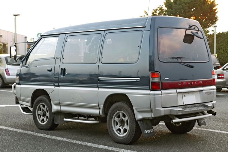 Mitsubishi_Delica_Star_Wagon_002