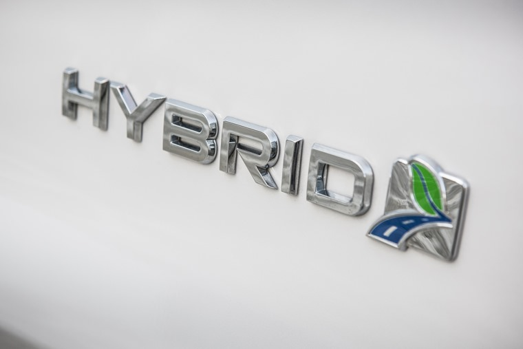 Mondeo hybrid badge