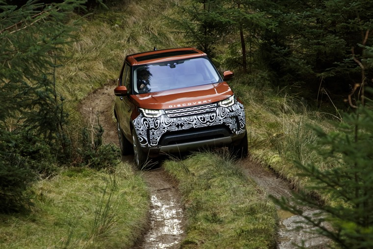 Land Rover Discovery 5 Discovery 5 on slippery forest tracks