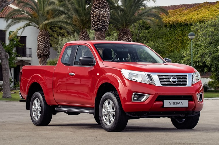 Nissan Navara King Cab Red - Front