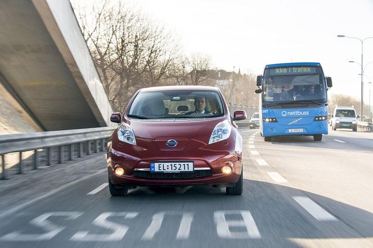 Nissan_Leaf_in_bus_lanes_Norway