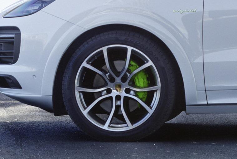 Porsche Cayenne E-Hybrid 2018 – green calipers and badging