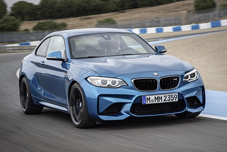 BMW M2 blue front on track 2017