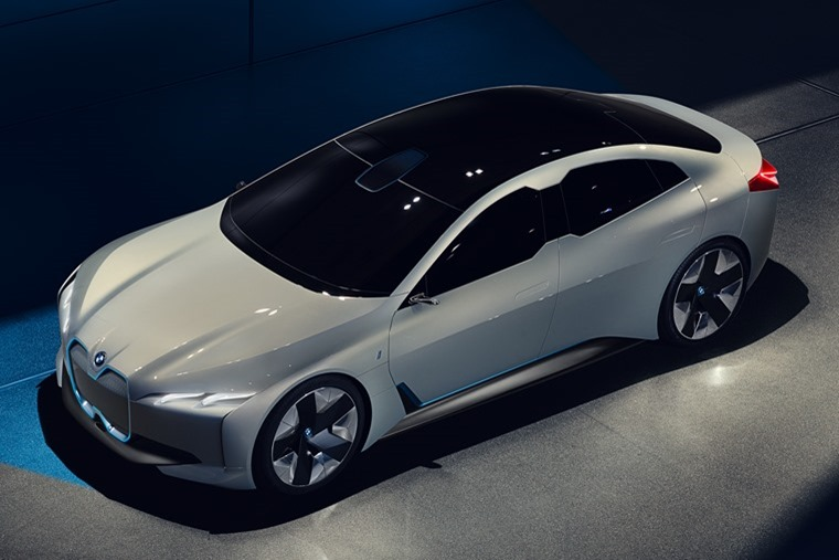 The outline of the BMW iVision Dynamics represents a further evolution of the classical BMW proportions