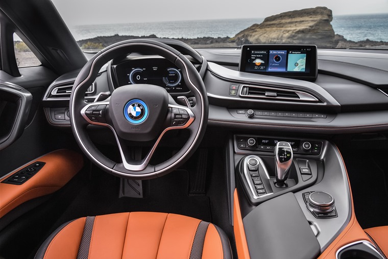 i8 Roadster updated interior and infotainment system