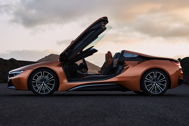 BMW i8 roofless side