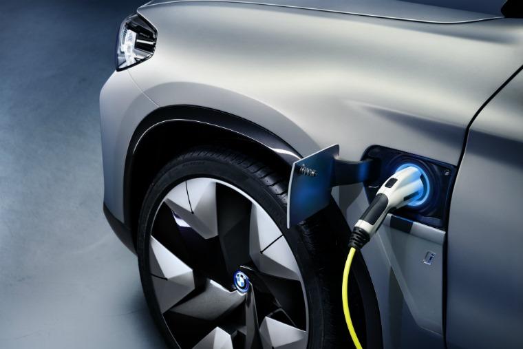 BMW iX3 concept 2018 plug