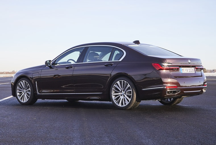 P90335814_highRes_the-new-bmw-745le-02