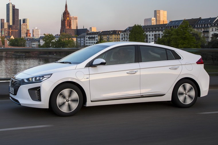 Hyundai Ioniq Plug-in side