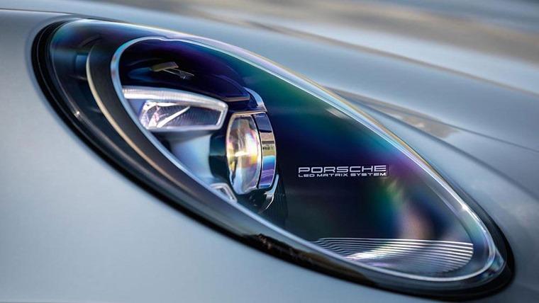 Porsche 911 992 headlights detail