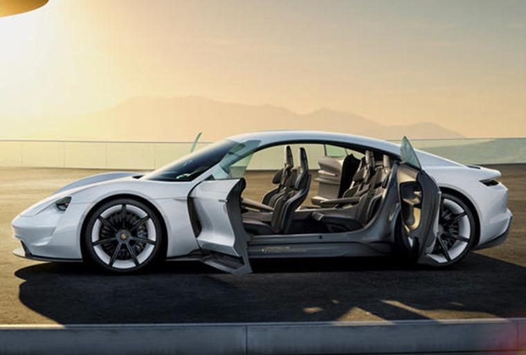 Porsche Taycan: Due 2020