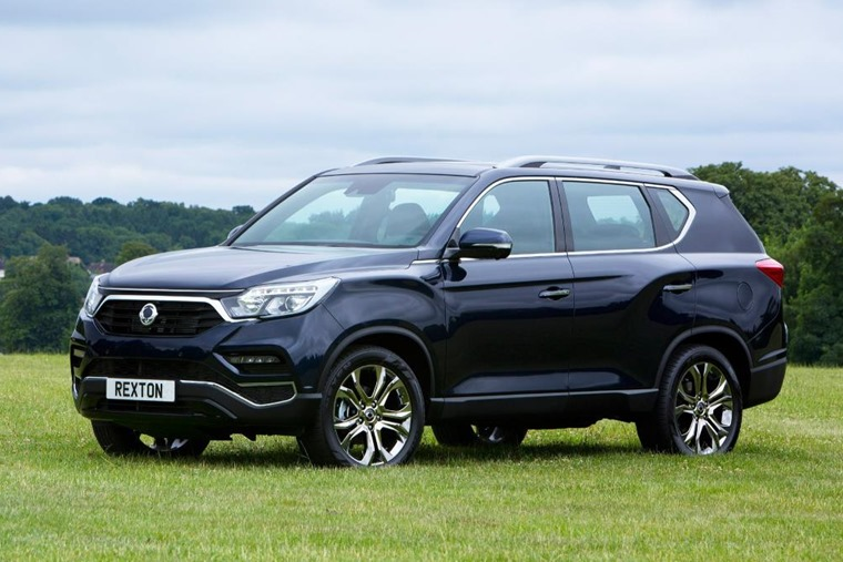 SsangYong Rexton on grass