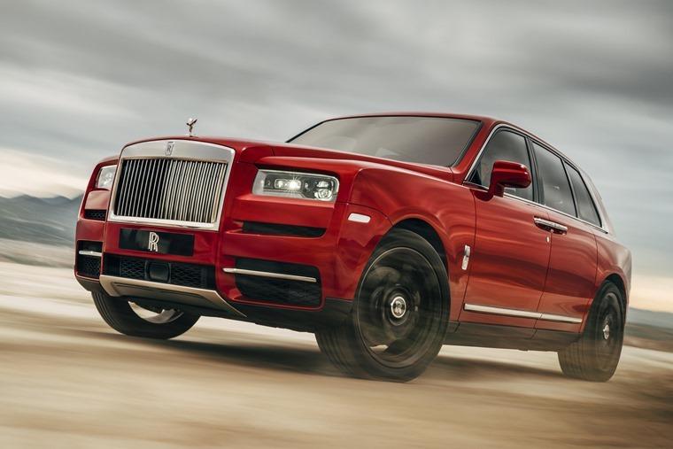 Rolls Royce Cullinan driving