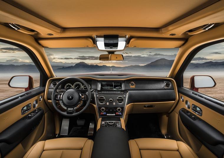 Rolls Royce Cullinan front interior