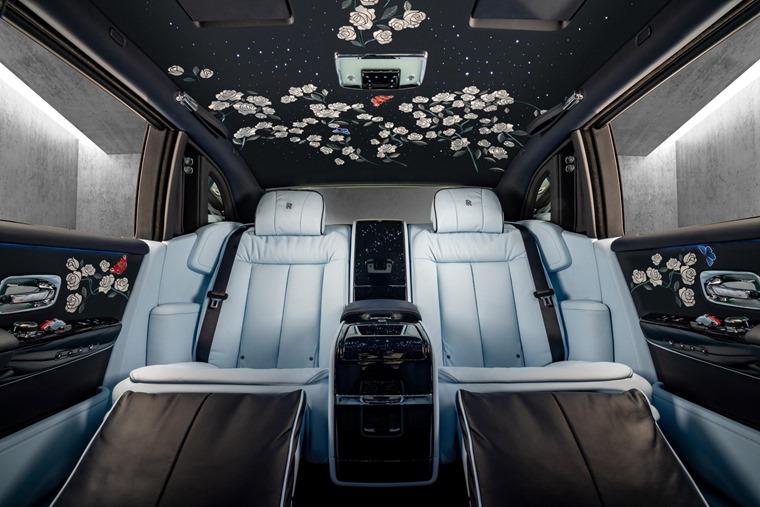 Rolls Royce Rose Phantom__Interior_back_Centre_Base_lights off_6241