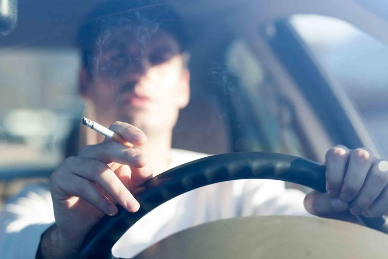 smoking-in-car
