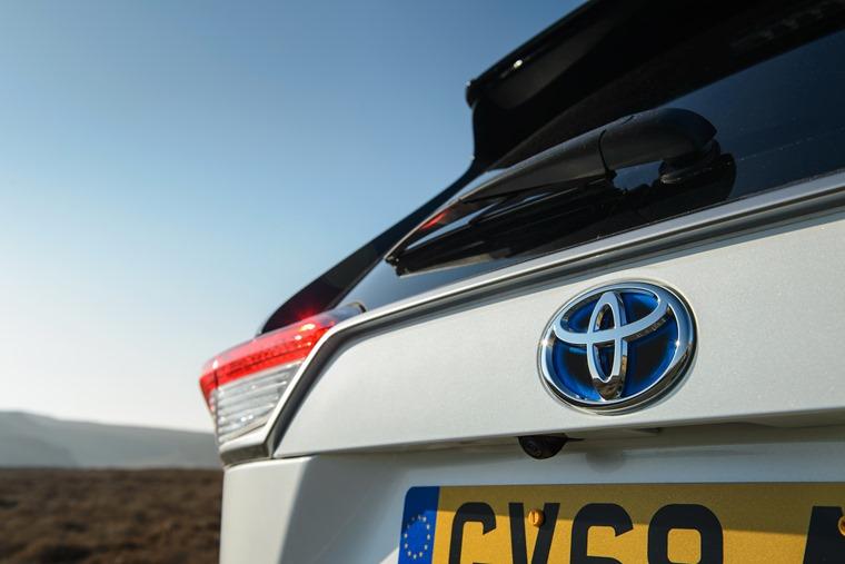 Toyota RAV4 2019 rear (2)